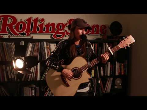 """Amy Shark """"Weekends"""" (Live at the Rolling Stone Australia Office)"""