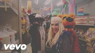 Ke$ha - C'Mon (Behind The Scenes)