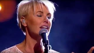 Download lagu One Moment In Time Dana Winner English Vietnamese lyrics