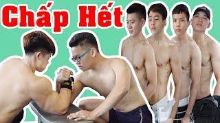 Thử Thách Chấp Cả Phòng Gym Vật Tay - P2 - Kiên Hư Hỏng