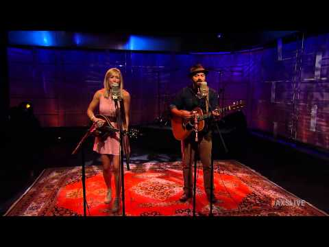 """Drew Holcomb and The Neighbors Perform """"Another Man's Shoes"""" on AXS Live"""