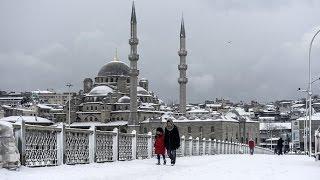 В Стамбуле выпало более полуметра снега (новости)