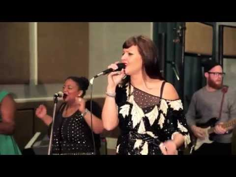 Natalie Williams' Soul Family - Stuck In The Middle