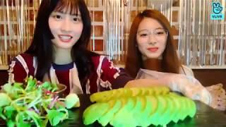 Tzuyu and Momo Speaking English (+ Avocado)