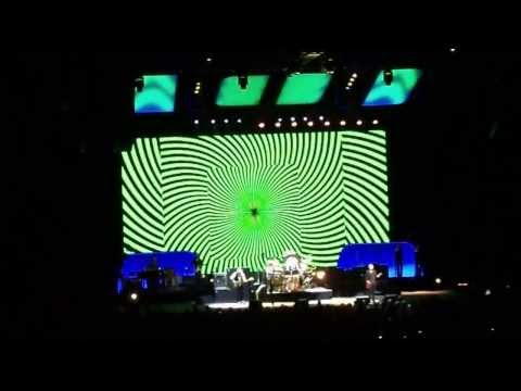 Fleetwood Mac live 2013 in Cologne - superb graphic support - big screen - psychedelic graphics