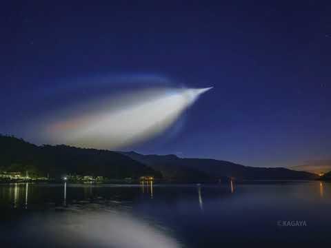 Launch of a Epsilon-3 rocket(イプシロンロケット3号機の打ち上げに伴う光る雲)