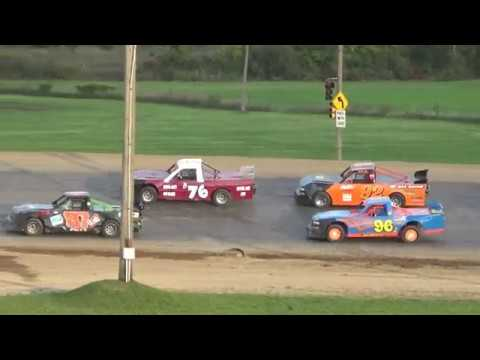 Pro Truck Feature Race at Crystal Motor Speedway, Michigan, on 09-16-2018