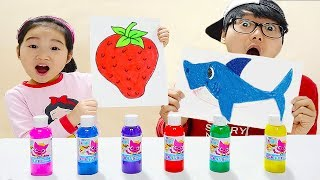Boram and Konan paint with pinkpong paint toy