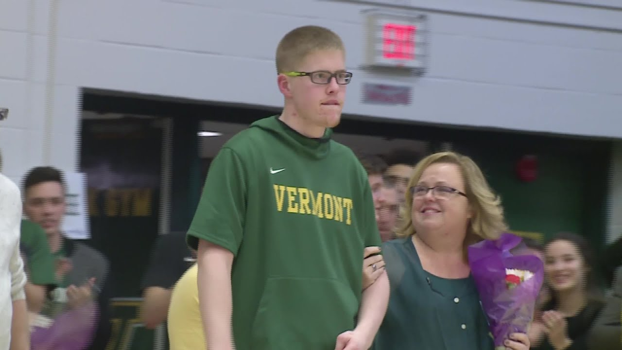 UAlbany takes part in viral moment for Vermont player
