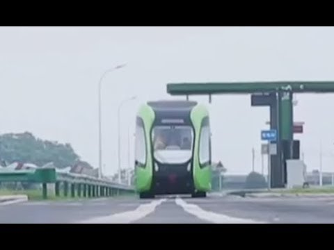 New energy trackless train on test run in China | CCTV English