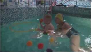 """Егор покоряет бассейн. Грудничковое  плавание в секции """"Мама+Малыш"""" Магис-Спорт."""
