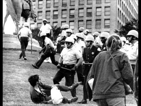 La masacre en Tlatelolco - Oscar Chavez