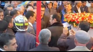 المئات من المواطنين يتزاحمون لإلقاء الظرة الأخيرة على جثمان أيت أحمد