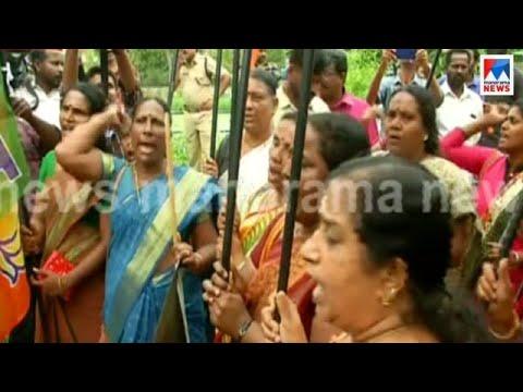 Kollam Mahila morcha protest