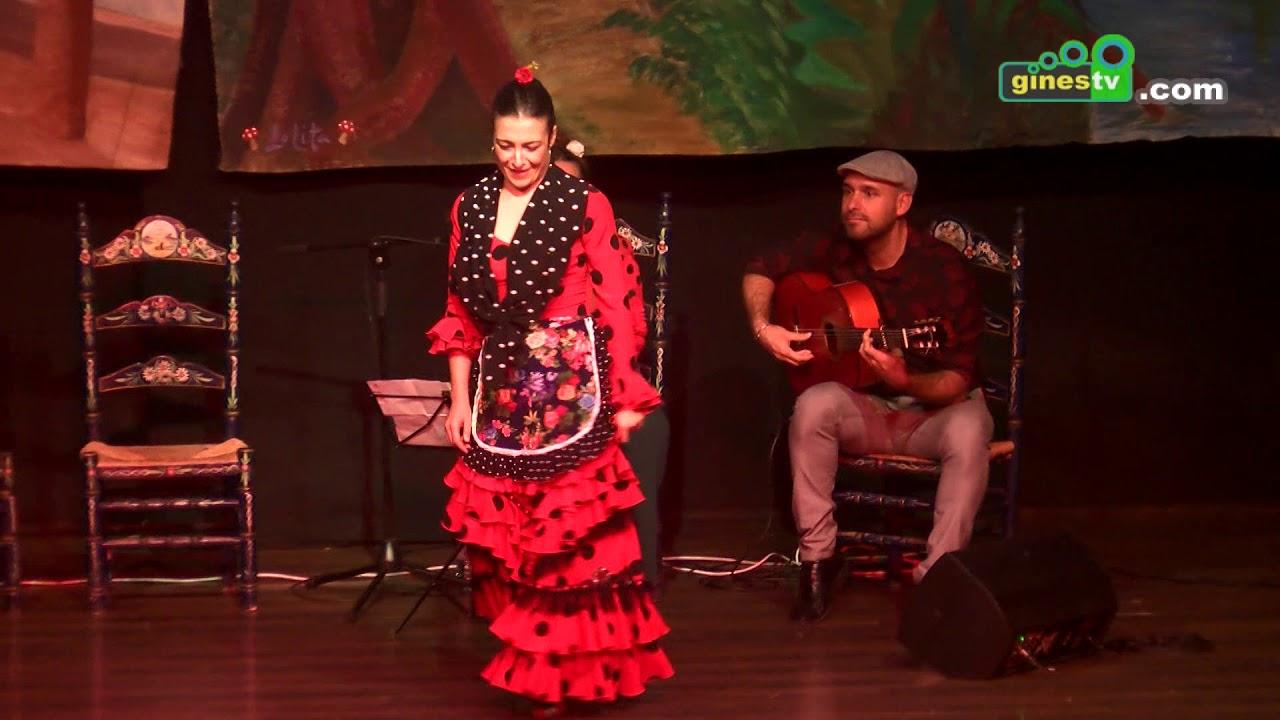 400 escolares de Gines se acercan al arte flamenco en el teatro El Tronío