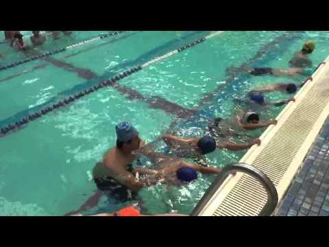 1040701-03 中和國小游泳營-換氣訓練 - YouTube