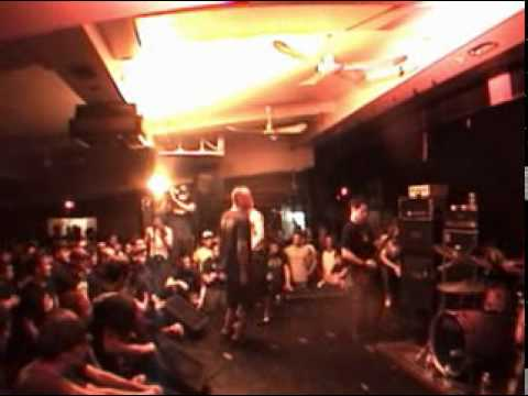 Throwdown Nothing Left live in Montreal 08122003
