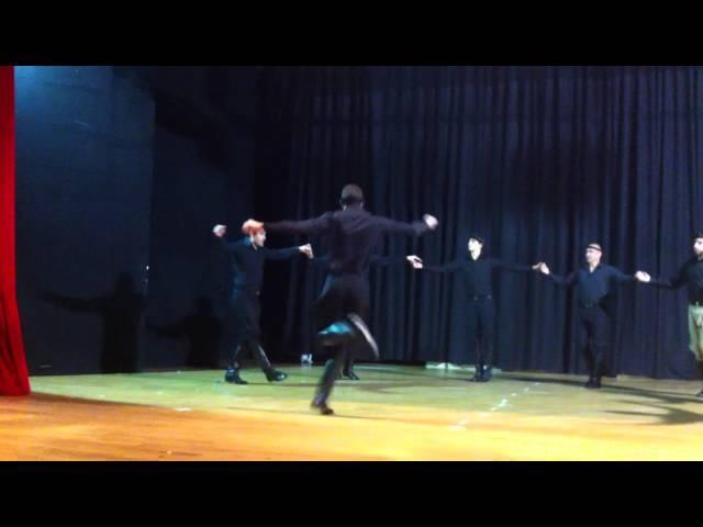 Mαλεβιζιωτης απο χορευτικό της ένωσης Κρητών Κορίνθου ο Ψηλορειτης