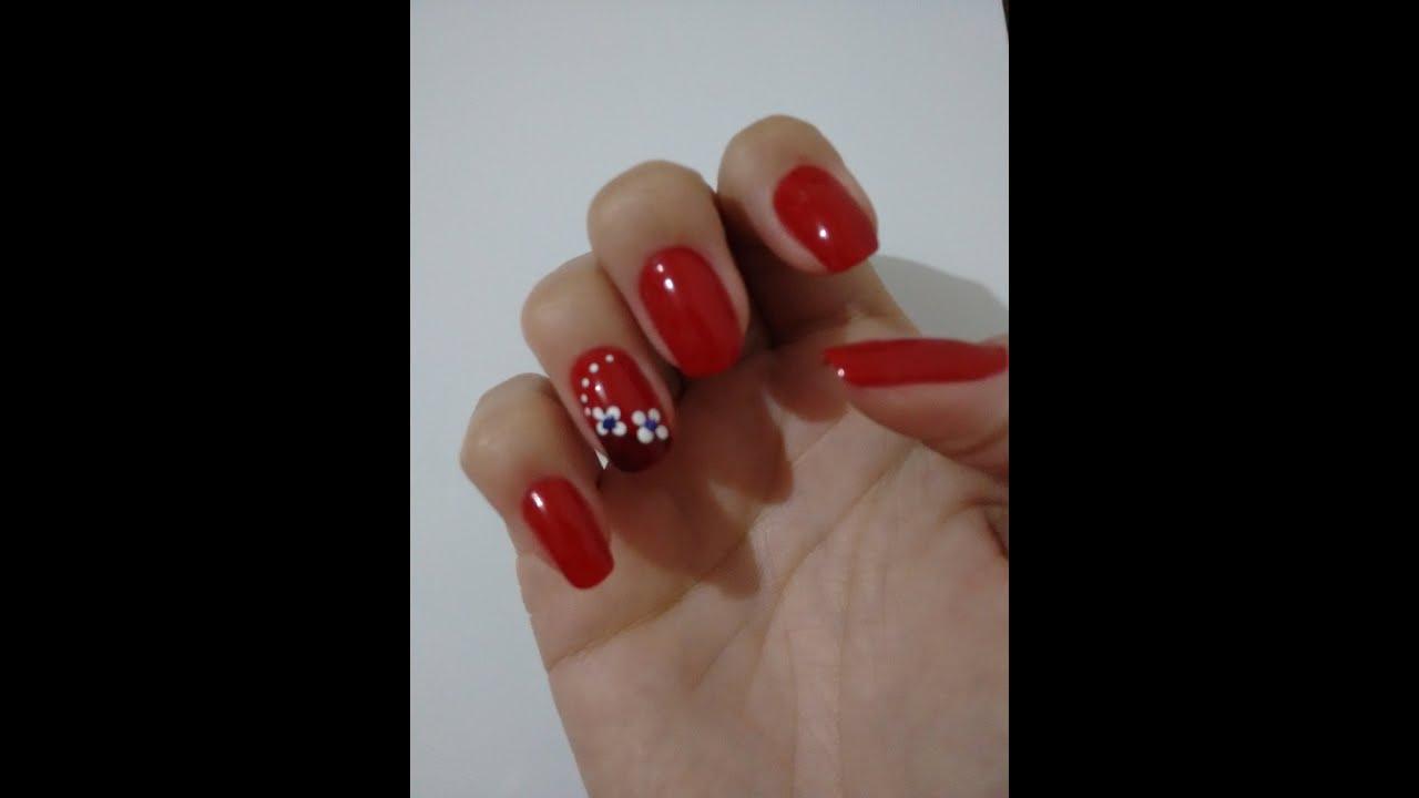 Unhas vermelhas com flores branca Red nails with white flowers Suellen Luchini YouTube -> Decoracao Unhas Vermelhas