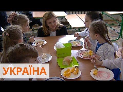 Елена Зеленская проверила, чем кормят детей в школах