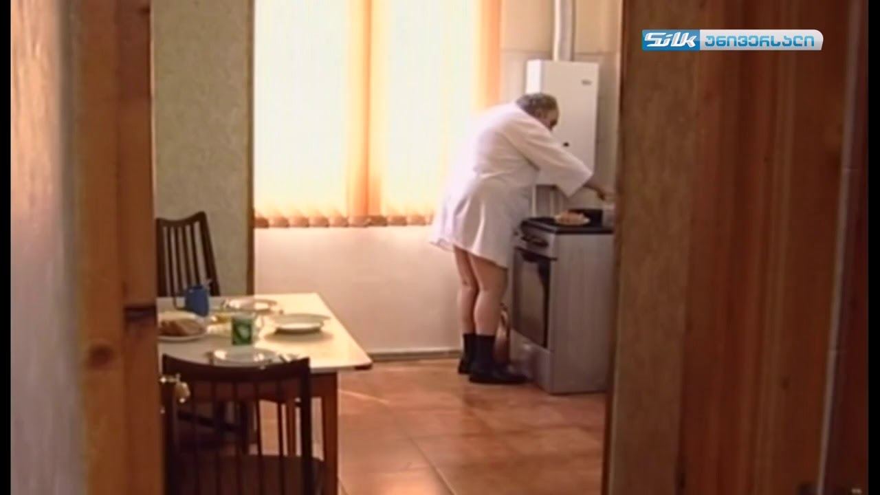 ზახარიჩი საუზმეს ამზადებს ცხელი ძაღლი