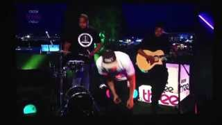 Raleigh Ritchie doing an acoustic version of Stronger Than Ever on BBC3.