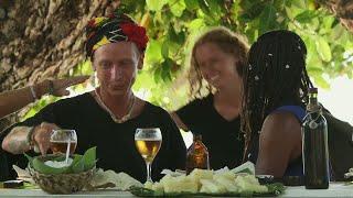 Överraskade miner när Pascal Mazza Ramsby och Désirée Steno anländer till middagen  – Robinson (TV4)