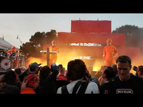 DEVO Whip It @ Burger Boogaloo 2018 Fred Armisen on drums / crowd shot Mp3
