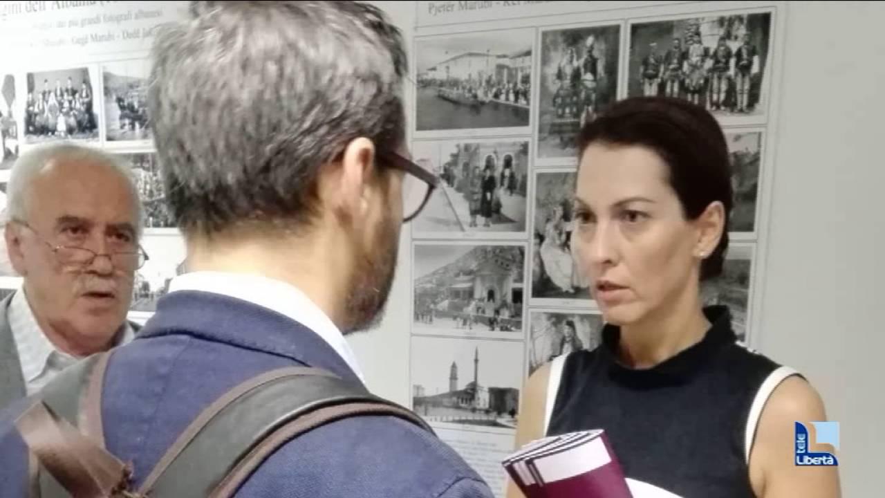 Cugini prova a restituire i minori al consolato albanese for Prova dello specchio polizia youtube