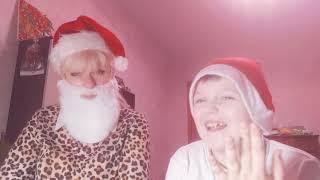 Эльфик играет с Дедом Морозом