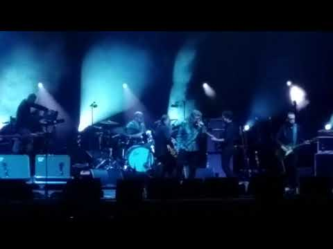 Robert Plant plays Hot Dog Live! Whole Lotta Love / Bring it on Home / Santianna encore medley
