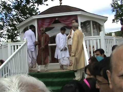 Shree Yamunaji 41 Pad - Shree Yadunathji (Kadi, Ahmedabad)  VRAJ, PA (USA) Clip-12