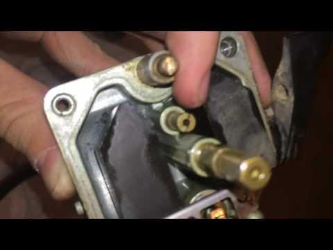 2001 Honda XR200 Dirtbike Carburetor Removal/Cleaning
