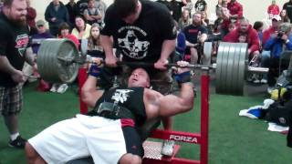 Stan Efferding Bench Pressing 500 Pounds for 7 Reps + 1 Assisted