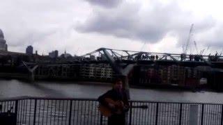 Я в Лондоне: Дорога к Тауэр Бриджу ч.4(Просто промежуточное видео с музыкантом., 2016-03-22T12:25:44.000Z)