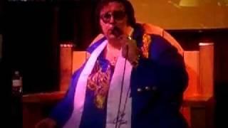 Fat Elvis Presley singing - pathetic