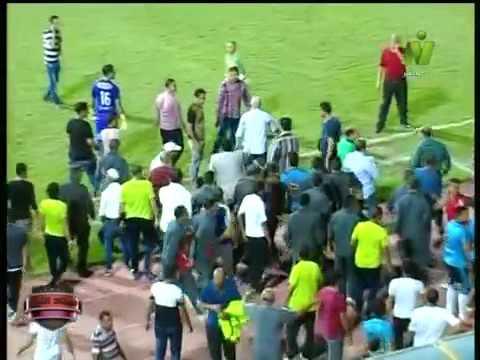 حسام حسن يعتدي بالضرب على مصور فى مباراة المصرى والمحلة 8-7-2018 hosam
