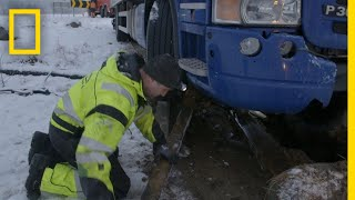 Rescuing a 14 Ton Bread Truck | Ice Road Rescue