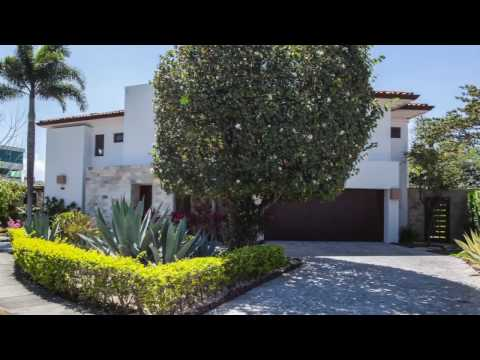 Costa Rican City Home Bargain!