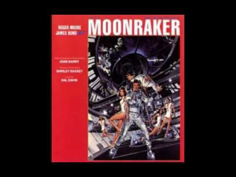 MOONRAKER - bond arrives in rio and boat chase