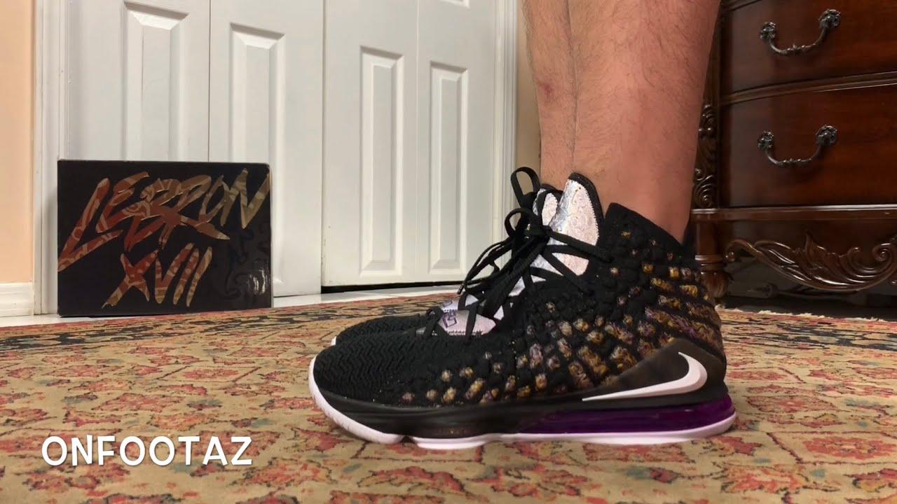 dividir Agarrar Finito  Nike LeBron 17 XVII Lakers On Foot - YouTube