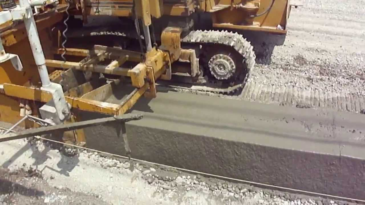 Gomaco Curb Machine Slip Forming Concrete Curb And Gutter