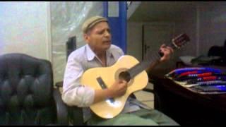 عازف الجيتار ومغنى البوب الاول