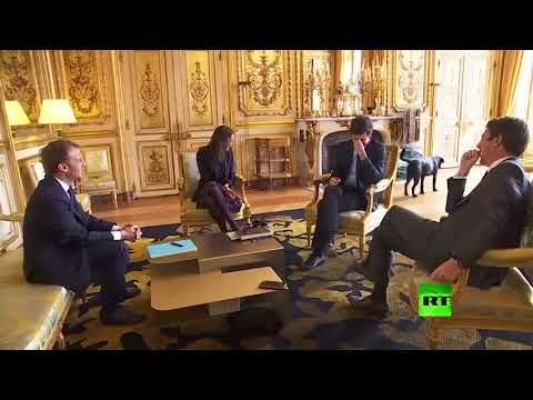 كلب الرئيس الفرنسي ماكرون يقطع اجتماعا ويقضي حاجته أمام الضيوف  - نشر قبل 10 ساعة