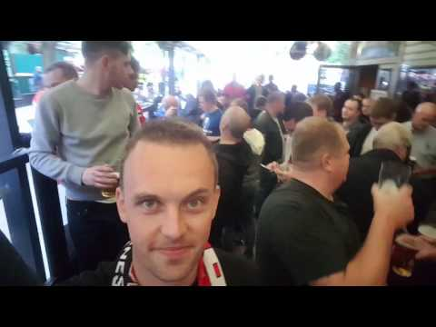 Ajax fans meet Manchester United fans in Stockholm Pub 4
