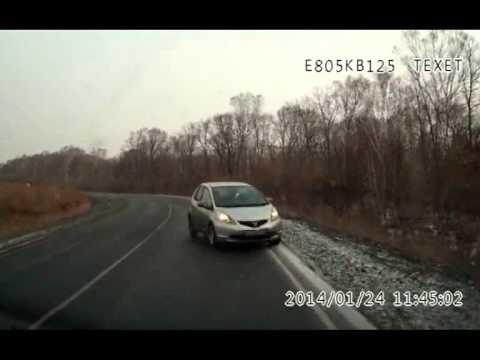 видео: ДТП на трассе Владивосток -- Находка попало в кадр видеорегистраторов обоих участников движения