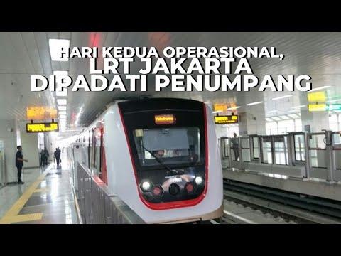 LRT Beroperasi Komersial, Warga Jakarta Padati Stasiun LRT Velodrome