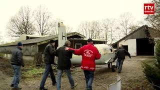 Vliegtuig herinnert wandelaars aan schijnvliegveld Oude Willem
