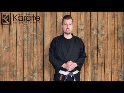 karate-fachsportschule-standort-düsseldorf-lehrer-michael-grüßt-karate-kids