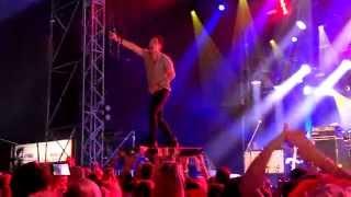 Jo Crowdsurfing | Killerpilze - Rendezvous live @ Tollwood München, 04.07.15